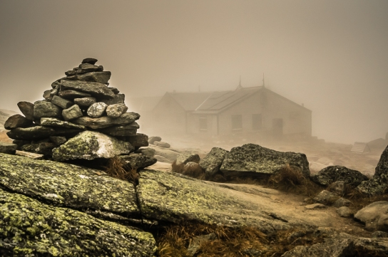 Lakes-of-the-Clouds-Hut.rock-cairn.jpg