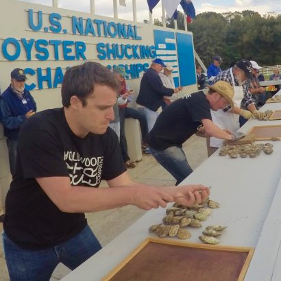 oyster-shucking-contestants-st-marys-festival