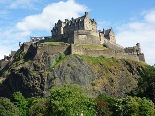 EdinburghCastle-MustSeePlaces.Com-photo