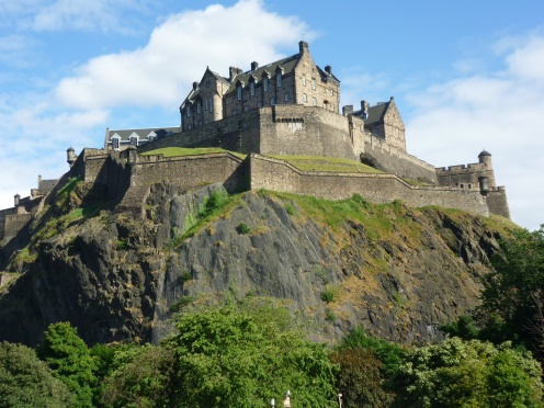 EdinburghCastle-MustSeePlaces.Com-photo