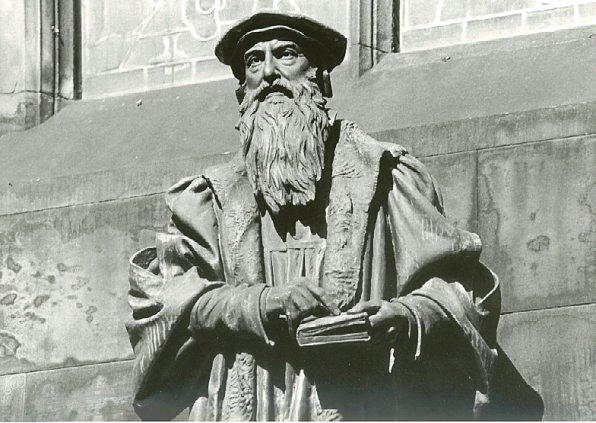JohnKnox-statue-StGilesCathedral.Edinburgh