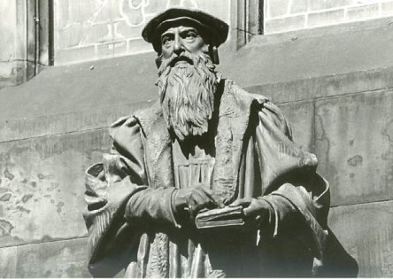 JohnKnox-statue-StGilesCathedral.Edinburgh