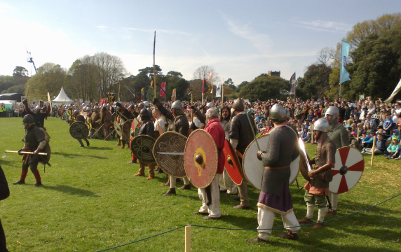 Viking-reenactors.approaching-battle