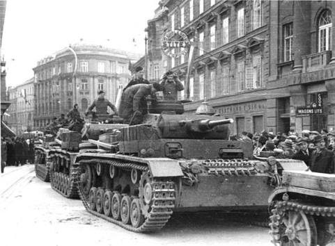 German-tanks-invade-Yugoslavia