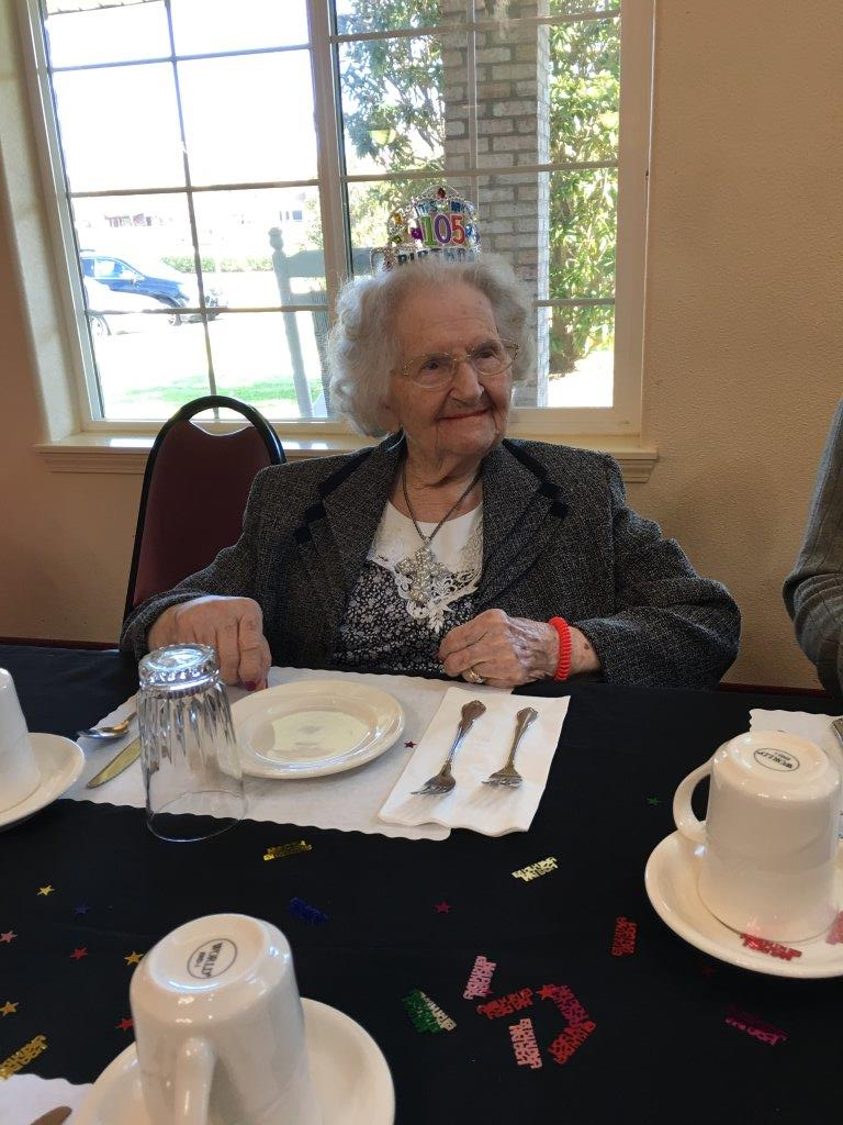 EvelynCoulter-105.tiara-at-table