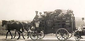 refugees-near-Bavaria-horsedrawn-wagons.AD1945