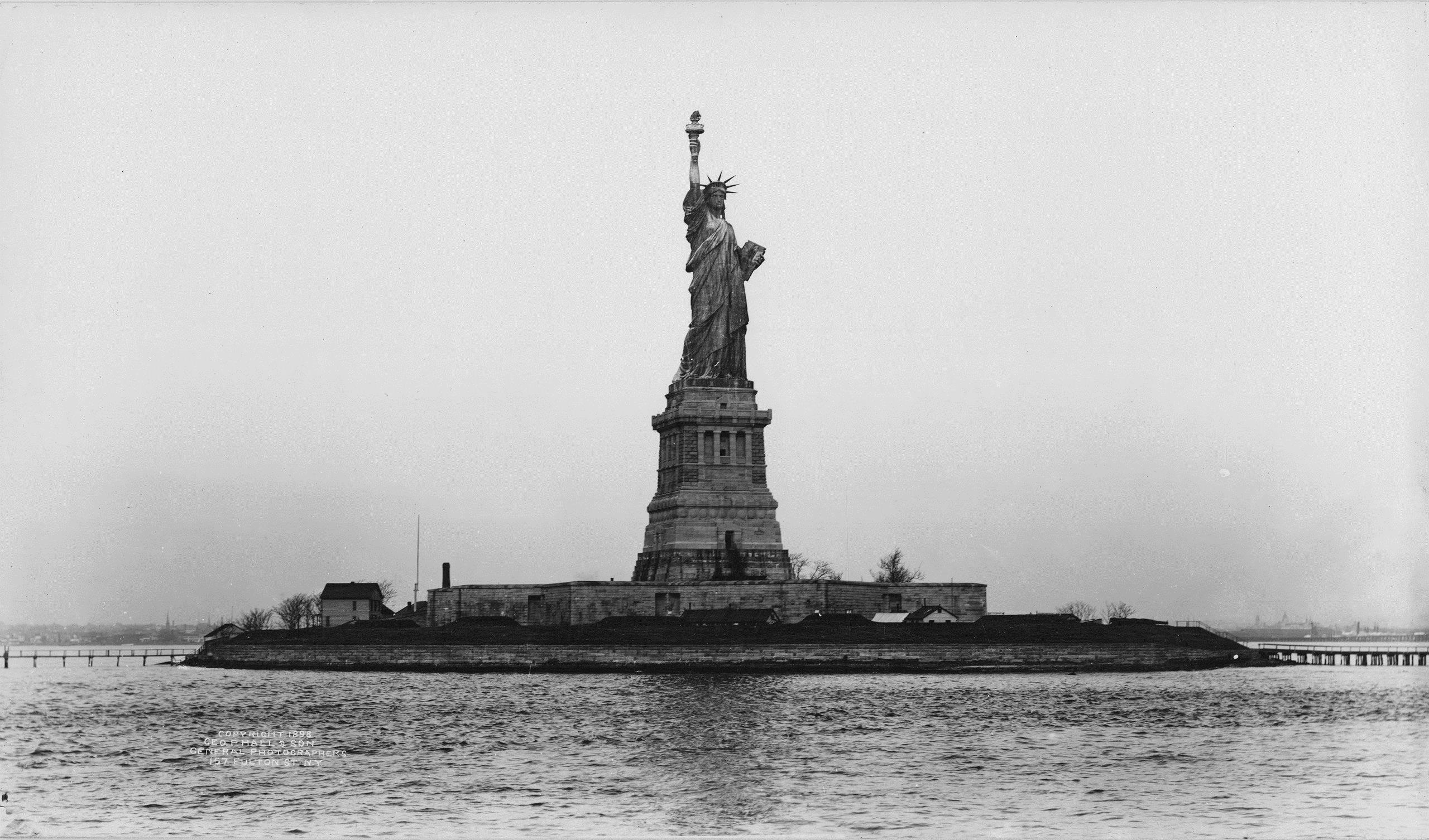 statue-of-liberty.ad1951-closeup